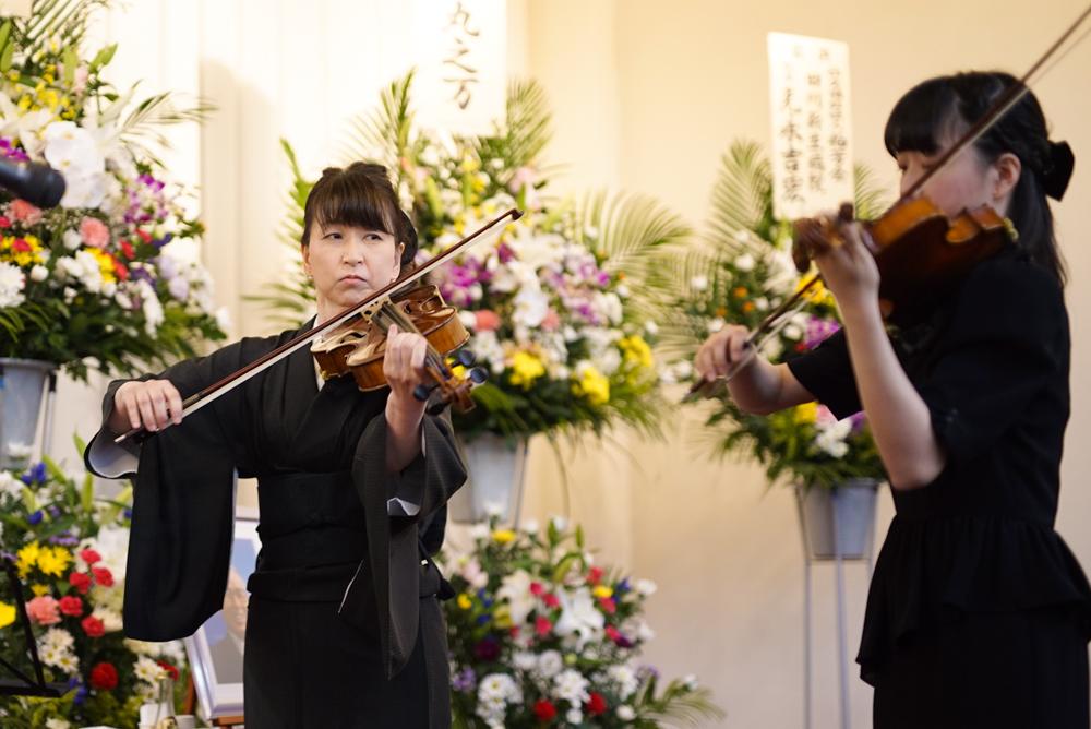 バイオリンの演奏でお見送り