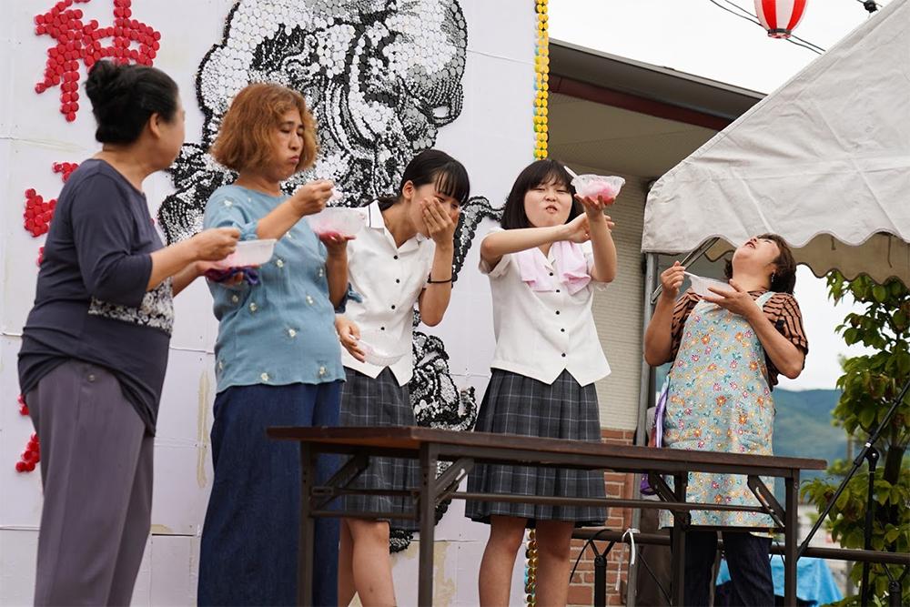 イベントステージかき氷早食い女性撮影